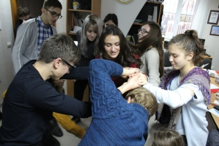 Students untie themselves from a human knot in this teambuilding activity