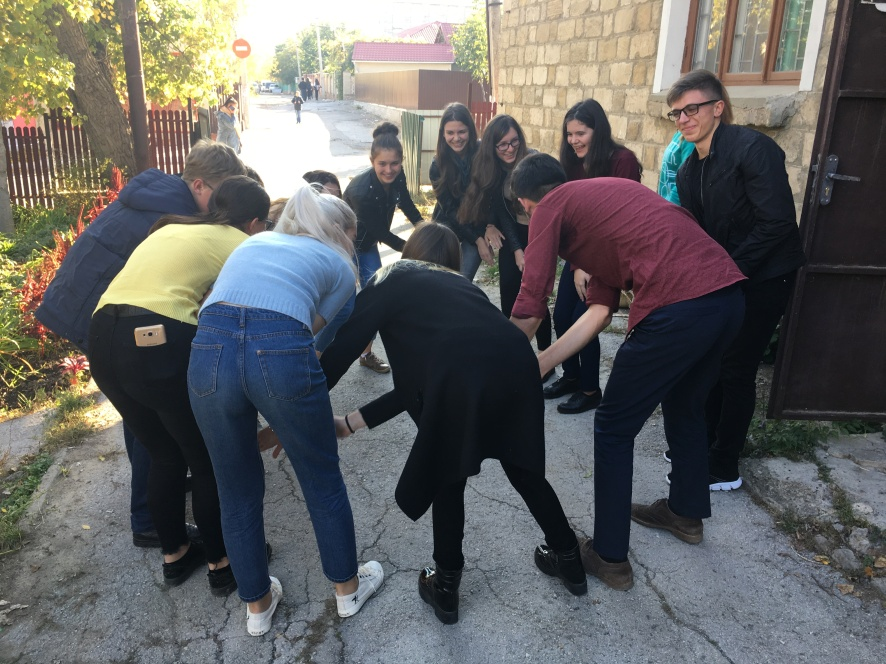 Students and mentors during their first teambuilding activity